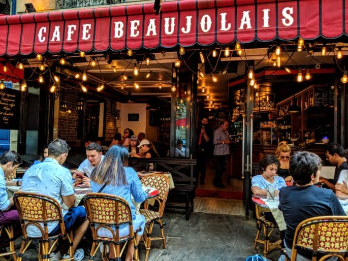 Fachada do Cafe Beaujolais, em Paris.