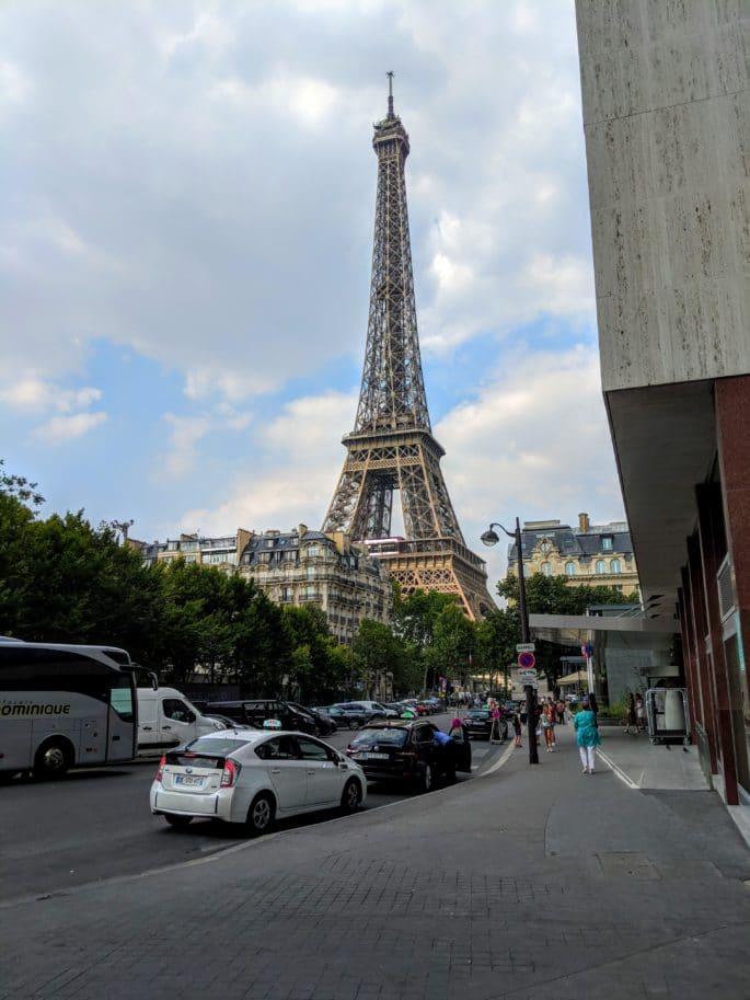 A Torre Eiffel vista a partir do Hotel Mercure Paris Centre Tour Eiffel.