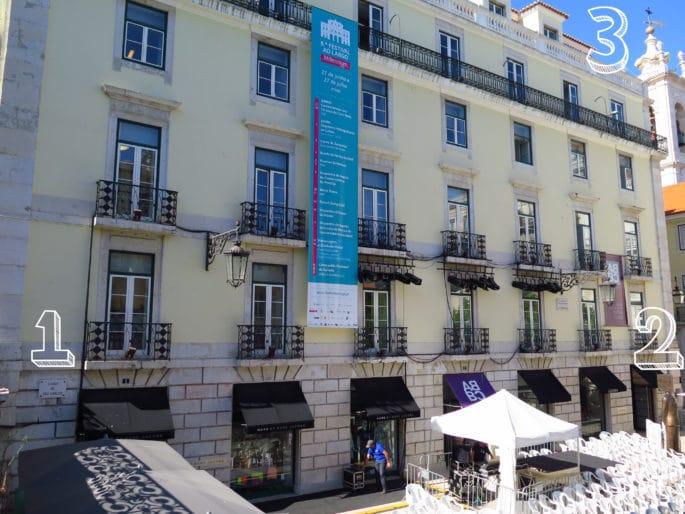 Fachada do prédio onde nasceu Fernando Pessoa.
