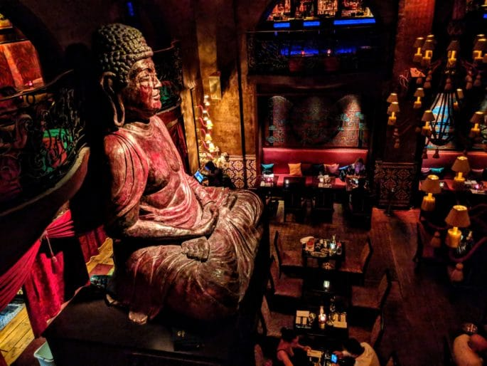 Interior do Buddha-Bar Paris.