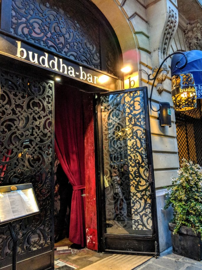 Entrada do Buddha-Bar.