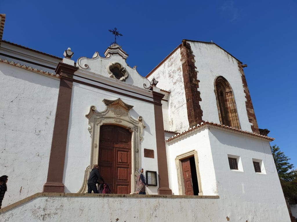 Exterior da Catedral de Silves (lateral com a entrada).