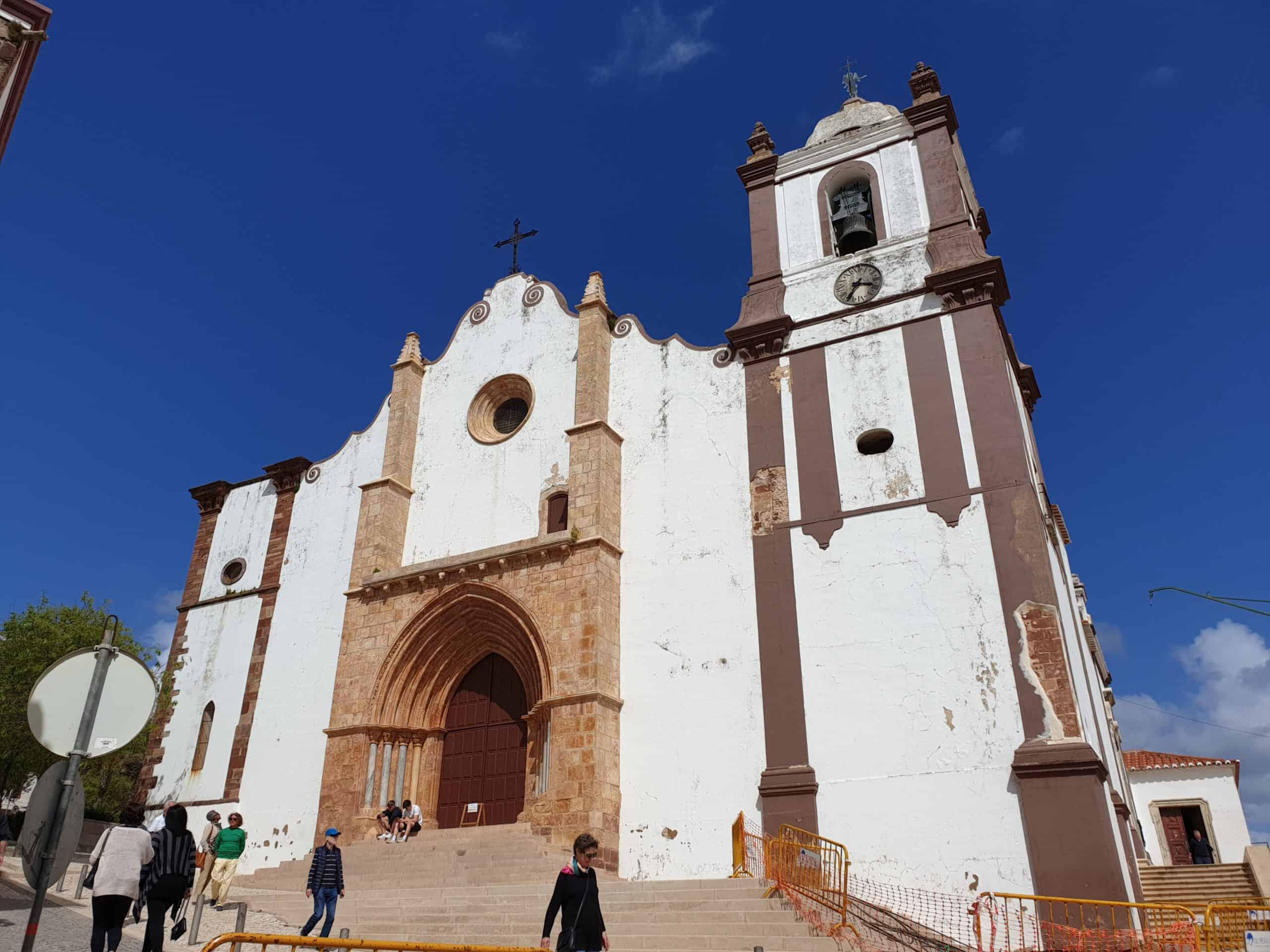 Front of Silves Cathedral, a star in a day trip to Silves