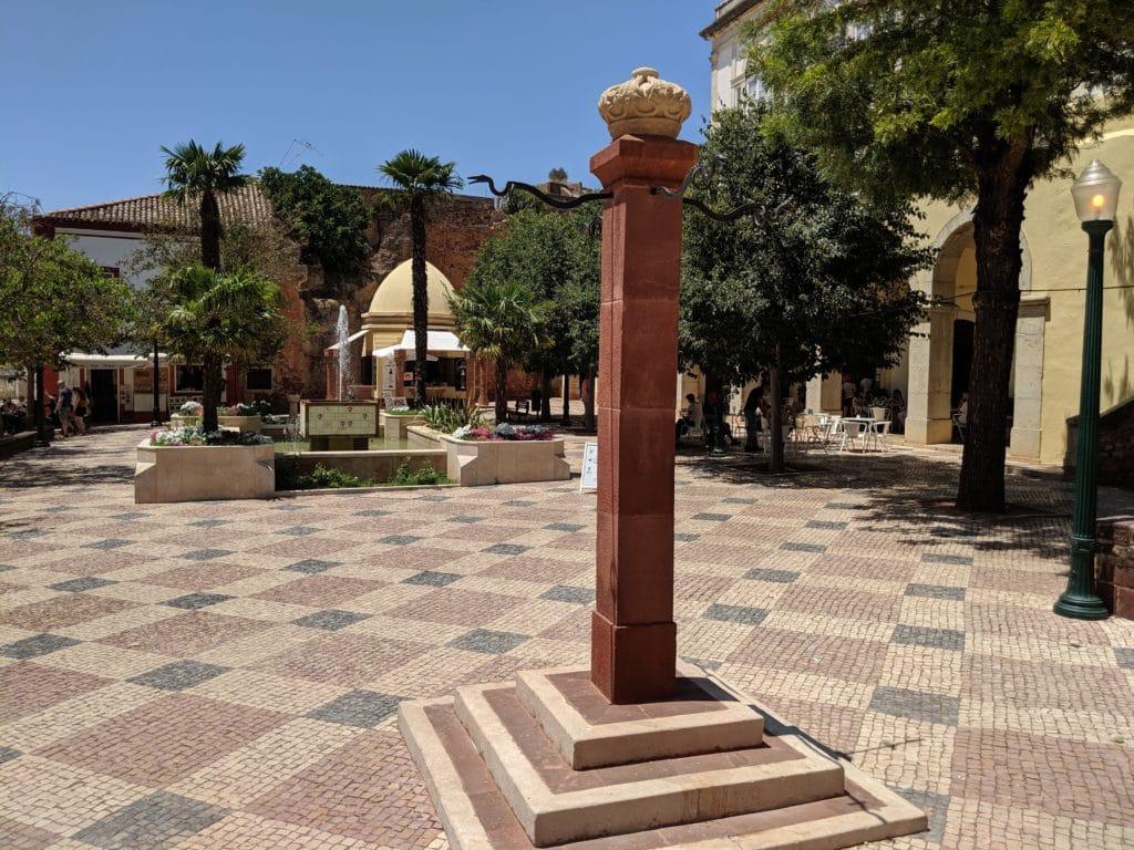 Praça ao lado das Portas da Cidade de Silves.