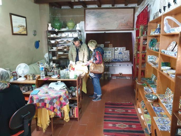 Interior da loja Al-Tannur.