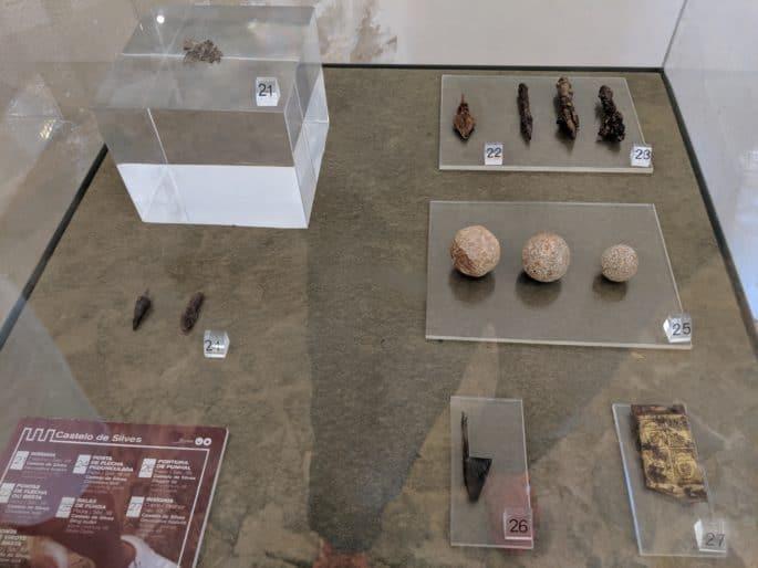 Itens expostos no Castelo de Silves.