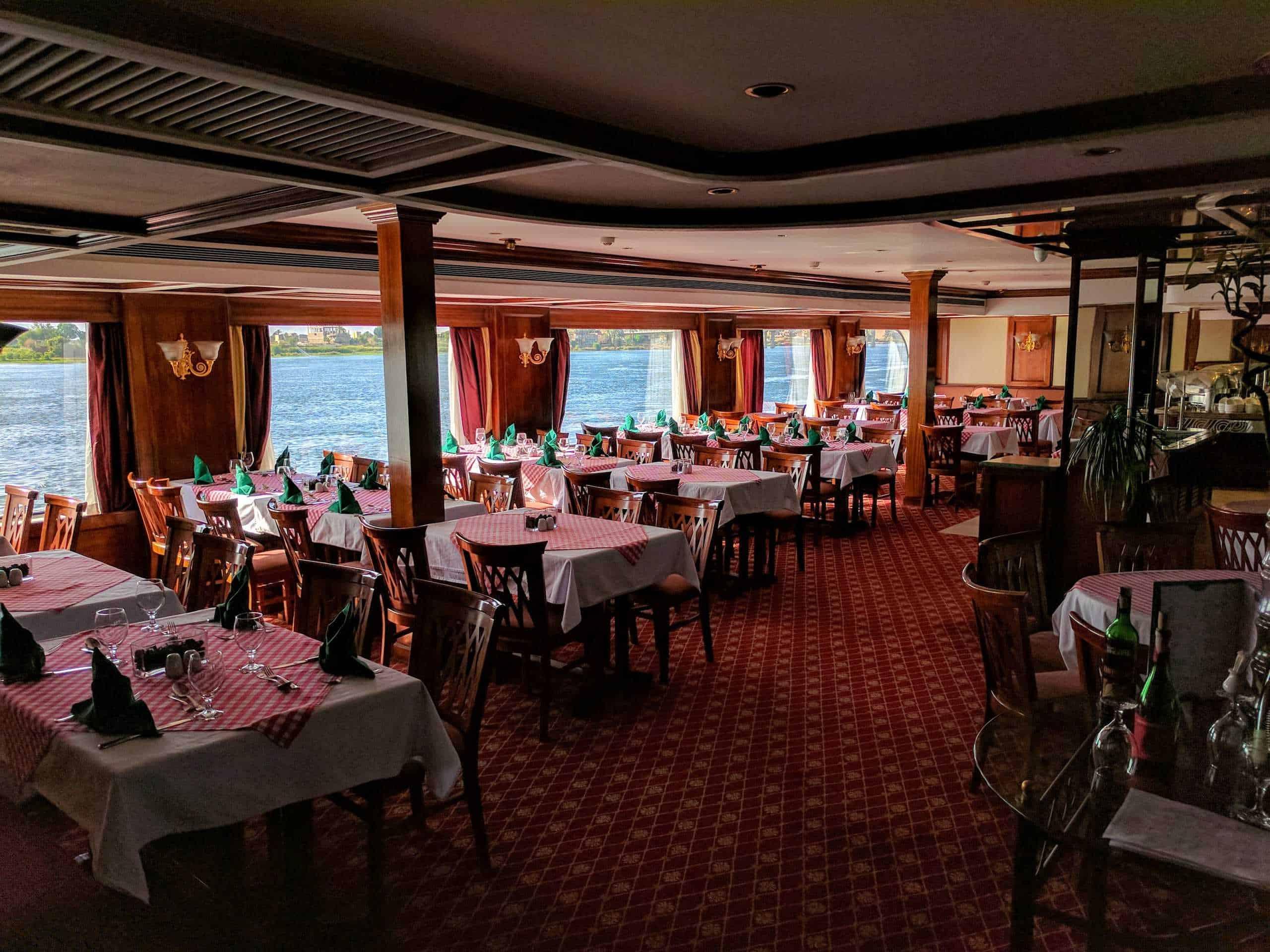 Restaurante do navio.