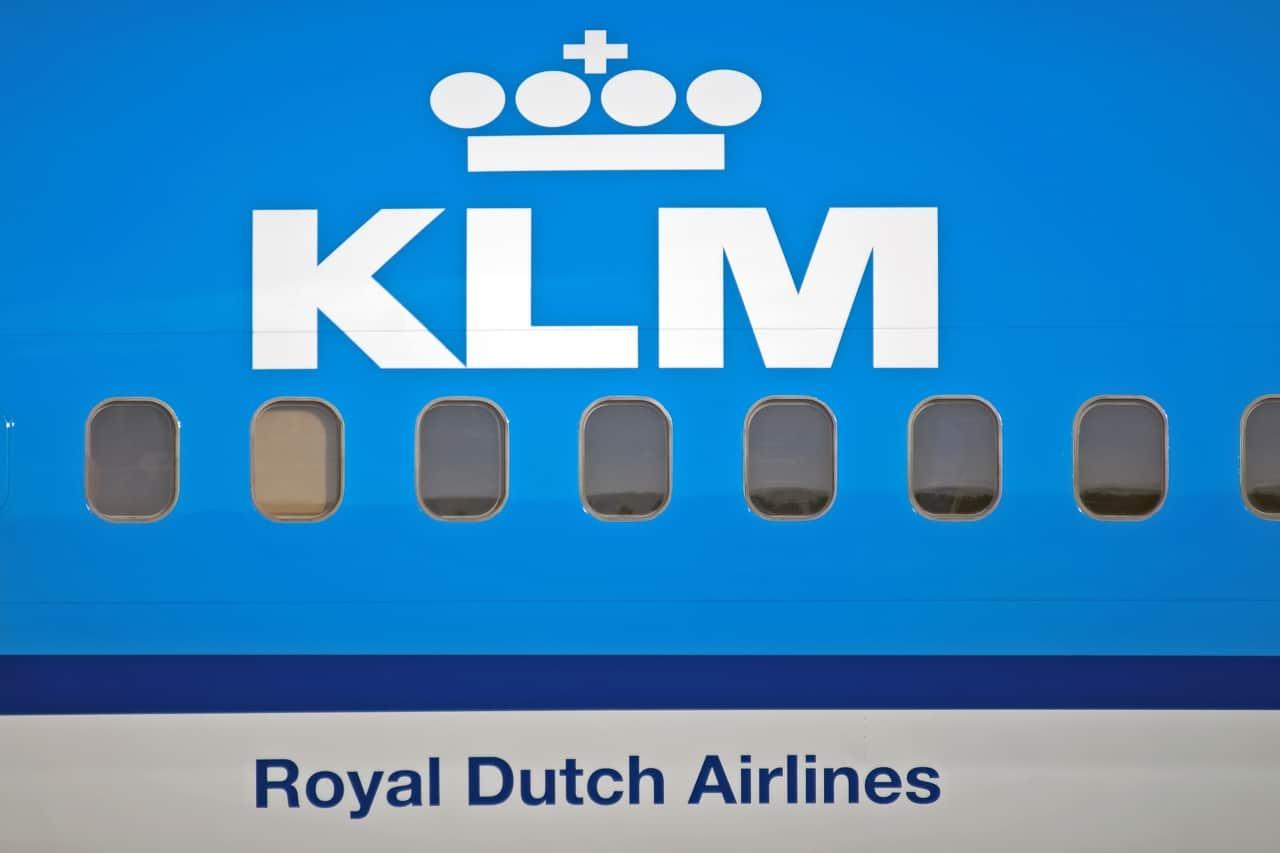 Logotipo da KLM com predominância de azul.