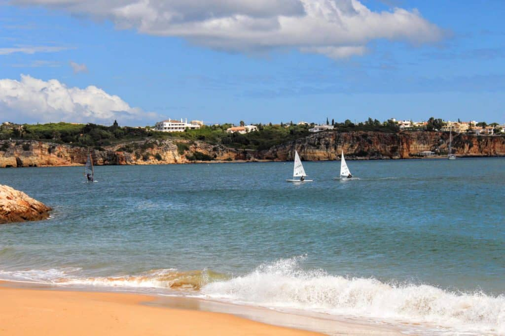 This beach in Alvor is to be considered in the moment you decide when to visit the Algarve.