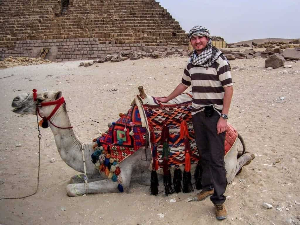 Glauco Damas with a camel in front of the Great Pyramid